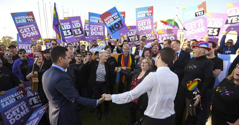 australia-gay-marriage_964d1c96-db1d-11e7-9b6d-9e5c5485959d